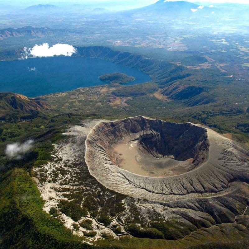 Volcán Coatepeque en El Salvador