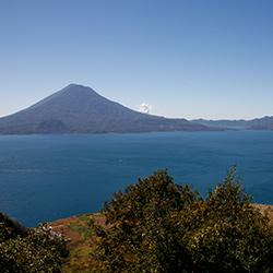 Lago Atitlán en Centroamérica, Guatemala