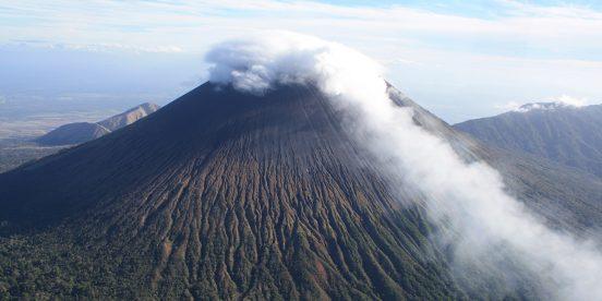 Chinandega, volcanes, playas y manglares en Nicaragua. Centroamérica activa