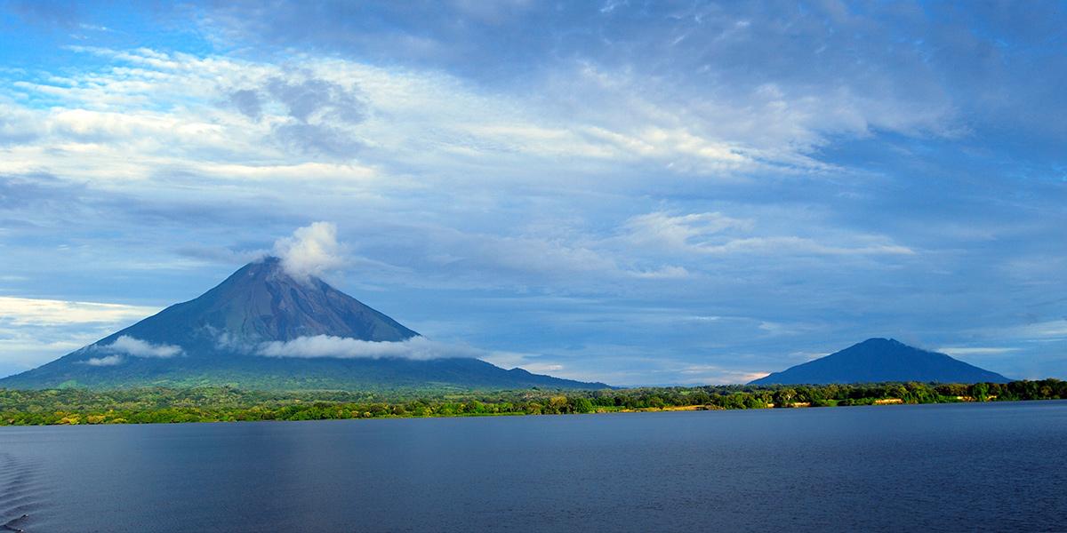 Isla de ometepe la mayor isla del mundo en un lago de - La isla dela cartuja ...
