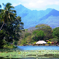 Tour multidestino Guatemala, Nicaragua y El Salvador: Petroglifos y Charco Verde