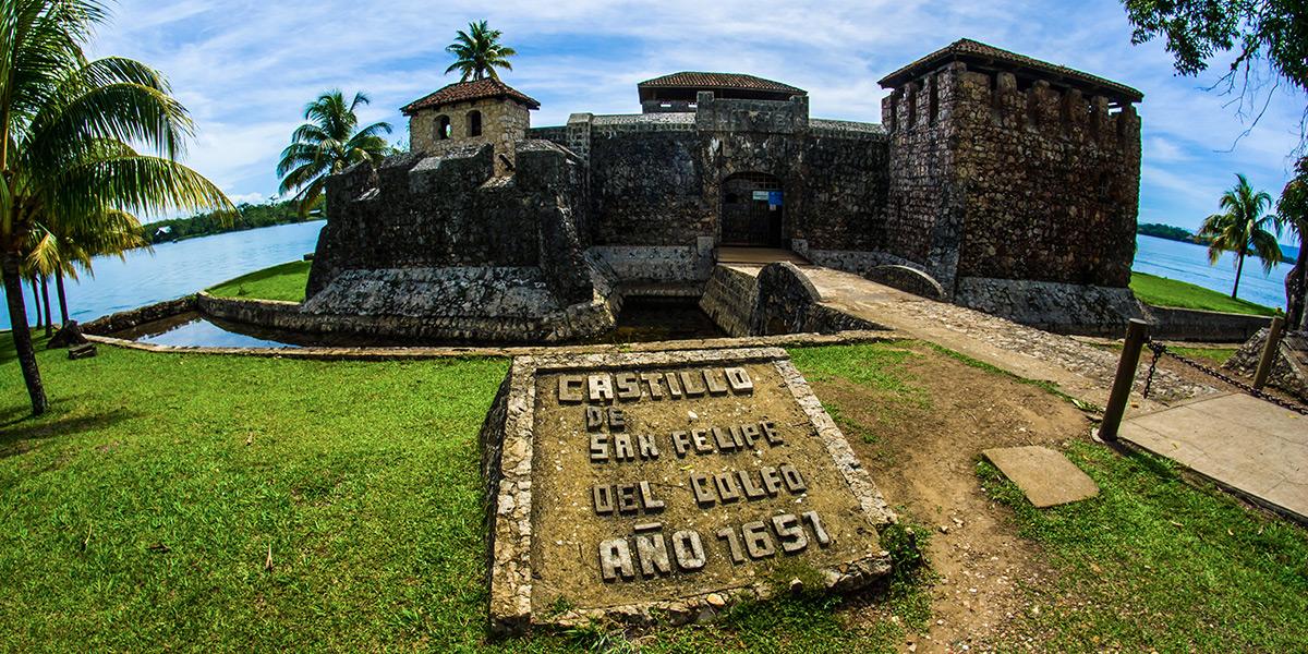 Image result for Castillo de San Felipe en Guatemala