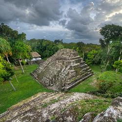 Parques Arqueológicos de Yaxha y Petén